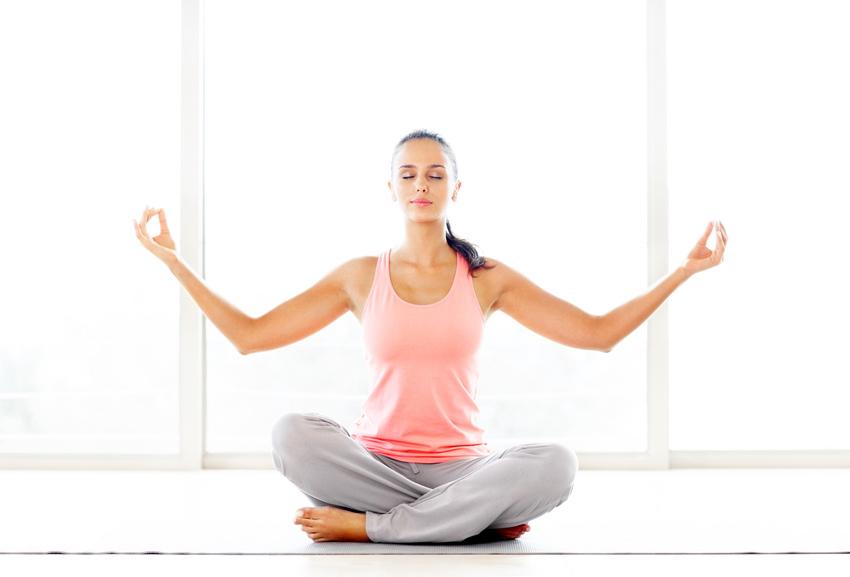 3 Einfache Yoga Ubungen Fur Deinen Rucken Blog Artikel Familienservice
